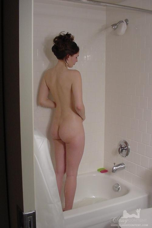 masturbiruyushie-v-dushe-foto